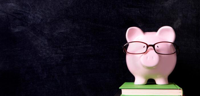 Lohnt es sich, einen Kredit aufzunehmen, um sich das Studium zu finanzieren? © istock.com/david franklin